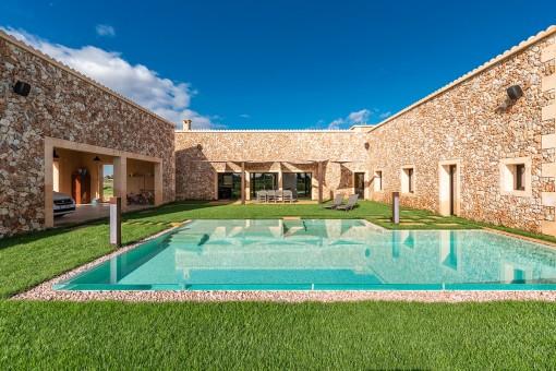 Hermosa casa de campo de piedra natural en una gran parcela cerca de Campos