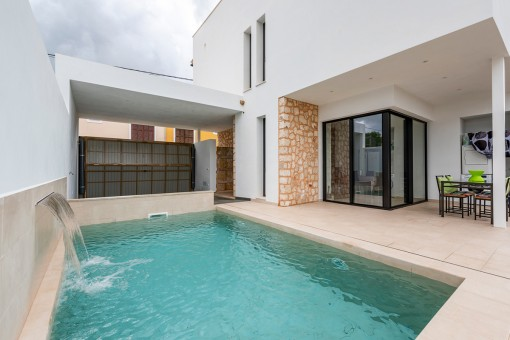 Moderna casa con piscina en Es Llombards