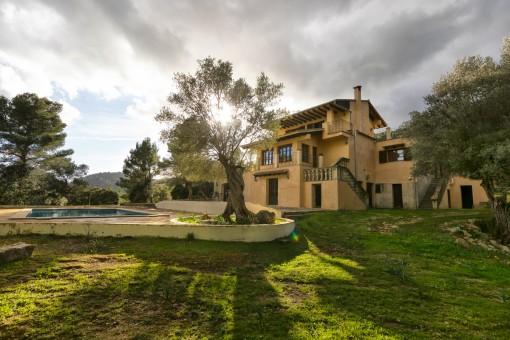 Gran finca con piscina en entorno natural idílico y preciosas vistas al valle en Puigpunyent