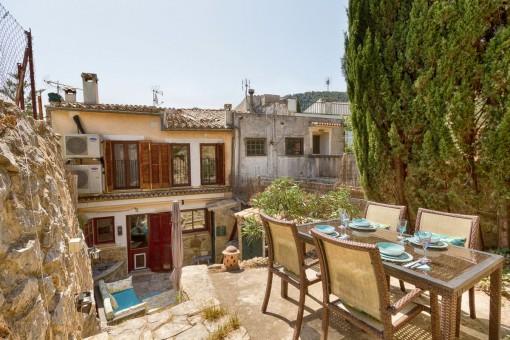 Preciosa casa de pueblo reformada con jardín trasero en Esporles
