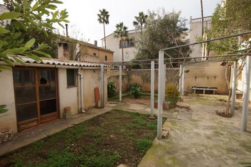 Casa de pueblo céntrica y tranquila con un bonito jardín en Santa María