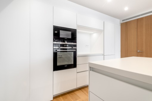 Cocina totalmente equipada en blanca