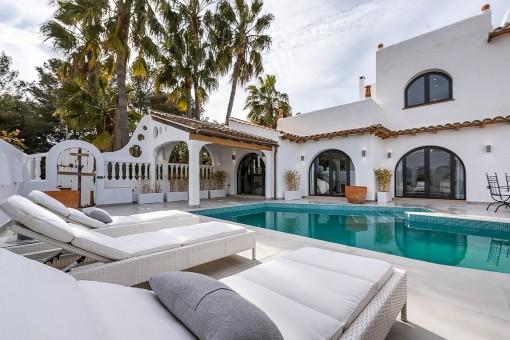 Elegante casita reformada con grandes dormitorios y terraza con vistas al mar en Sol de Mallorca