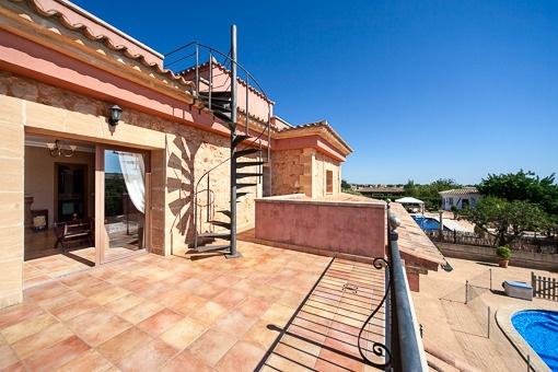 Balcón con acceso a la azotea