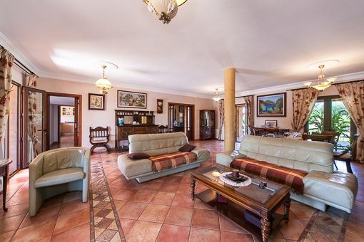 Espacioso y elegante salón