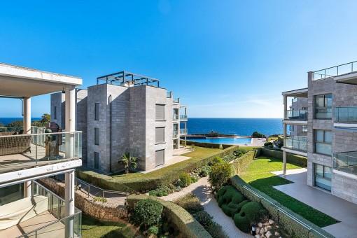 Fantástico ático con vistas al mar en un complejo exclusivo en la primera línea de Cala Figuera