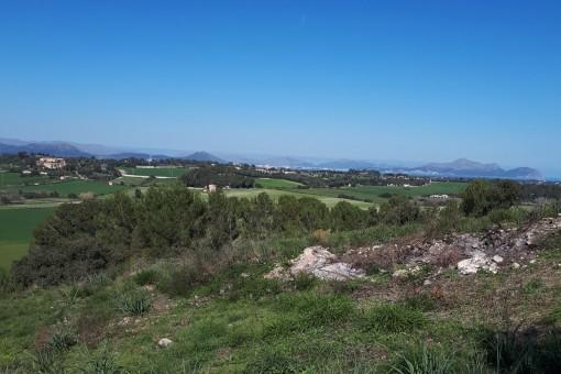 Finca rústica para construir en situación expuesta con vistas panorámicas sobre los alrededores de Santa Margalida