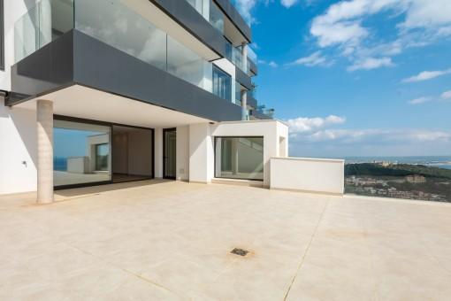 Amplia terraza de 100 metros cuadrados