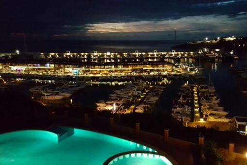 Port Adriano por la noche