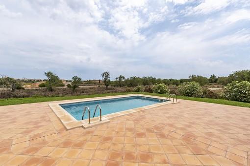 Área de piscina con vistas a Santanyi