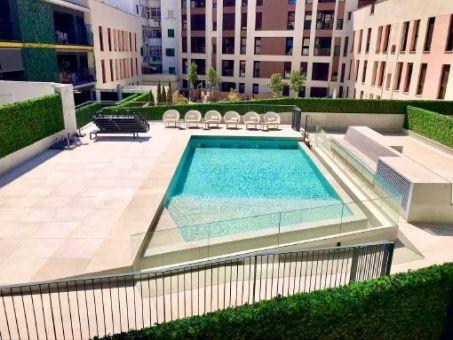Apartamento de diseño amueblado con aire acondicionado y piscina comunitaria en el centro de Palma