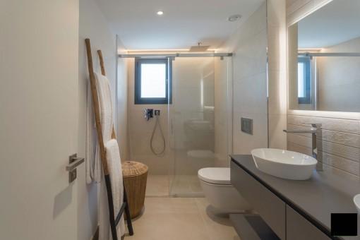 Uno de 3 baños elegantes