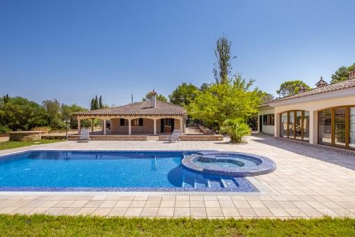 Chalet con piscina en un extenso terreno con una ubicación tranquila en la urbanización Son Ametler