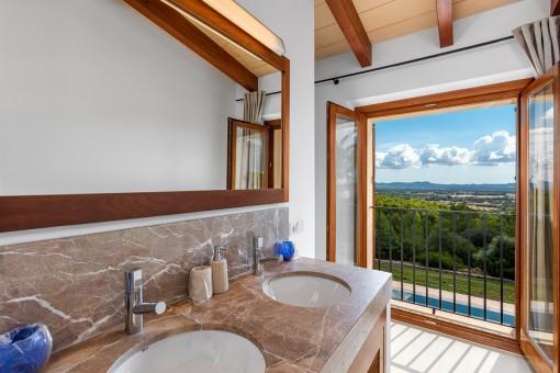 Baño con una vista