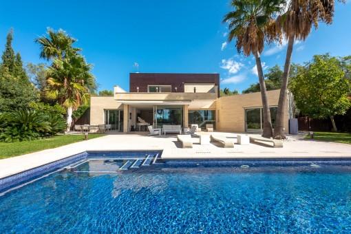 Moderna villa familiar con gran parcela y absoluta privacidad en las afueras de Palma