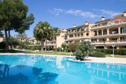 Luminoso apartamento con una gran terraza en un complejo bien cuidado en Puig de Ros