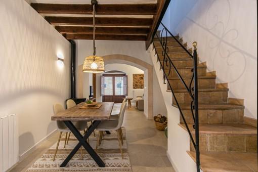 Casa de pueblo íntegramente reformada con terraza y garaje en Bunyola