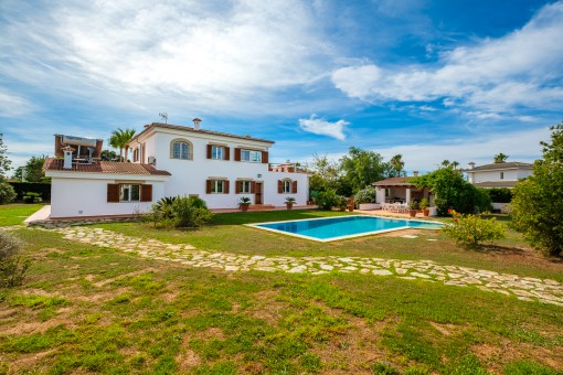 Hermoso chalet con piscina en la exclusiva zona residencial Es Garrovers en los alrededores de Palma
