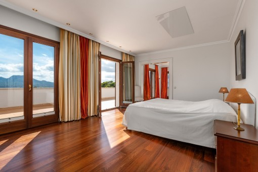 Dormitorio espacioso doble