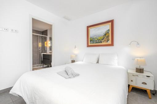 Apartment 1 -Dormitorio con baño en suite