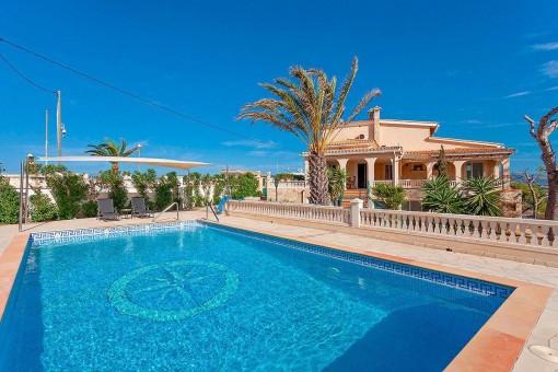 Chalet familiar mediterráneo con impresionantes vistas al mar en una zona tranquila de El Toro