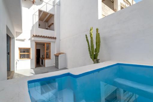 Patio precioso con piscina
