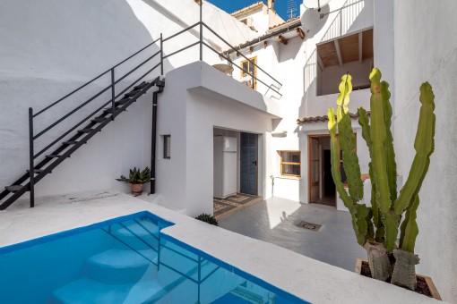 Hermosa casa de pueblo con piscina y terrazas en el centro de Alaró