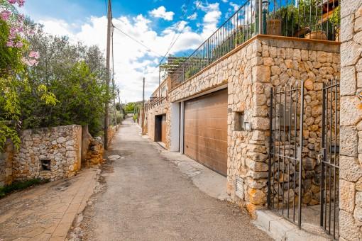 Garaje y acceso a la casa