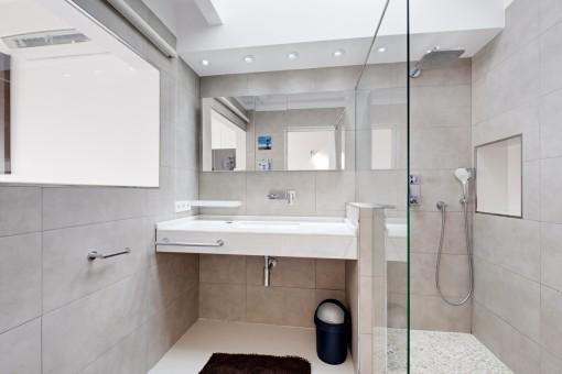 Baño moderno en suite