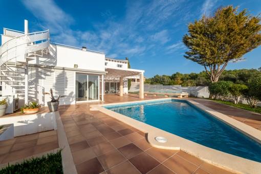 Chalet moderno y confortable cerca de Palma con piscina y maravillosas vistas al mar y a la naturaleza