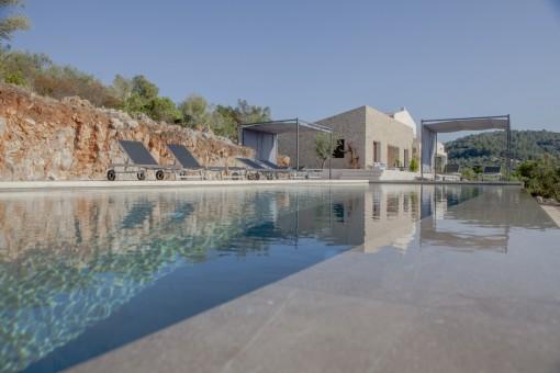 Finca con vistas panorámicas y licencia de alquiler de vacaciones cerca de Artà
