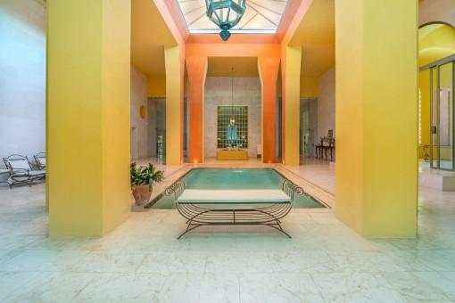 Lujosa piscina interior