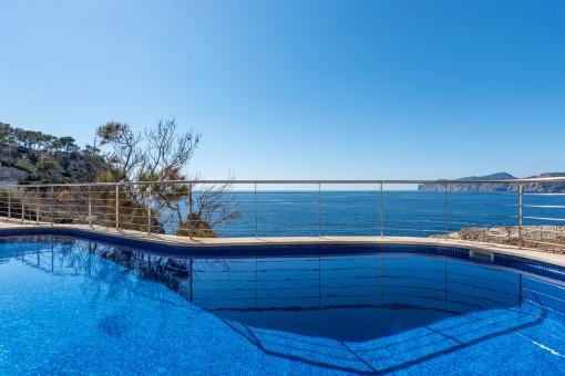 Apartamento con vistas al mar en la primera línea de Santa Ponsa