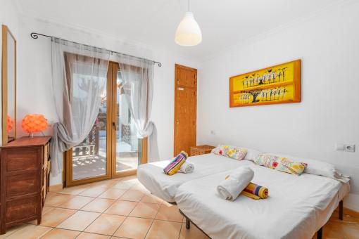 Dormitorio con planta baja