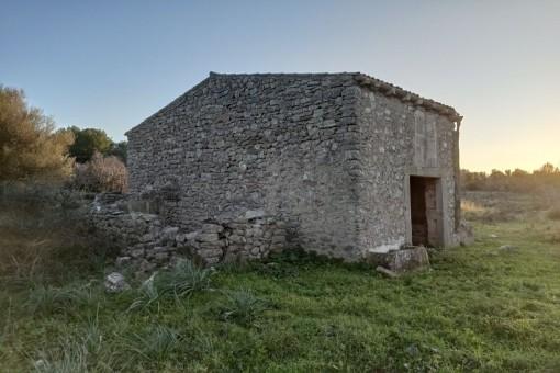 Casa de campo con proyecto de ejecucción situado muy cerca de Arta.