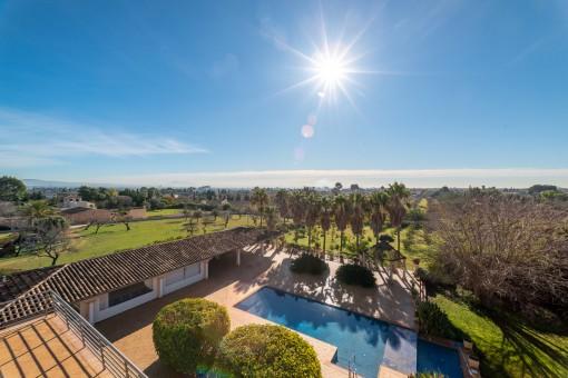 Gran casa familiar con licencia vacacional, piscina, terrazas, jardín y bodega, en solar de 15.000 m2 en Establiments