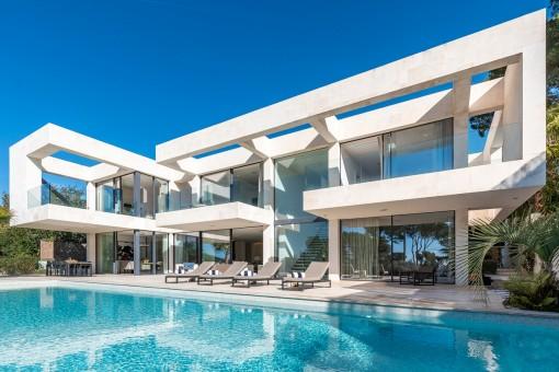 Chalet de nueva construcción con vistas al mar en una tranquila zona residencial de Portals
