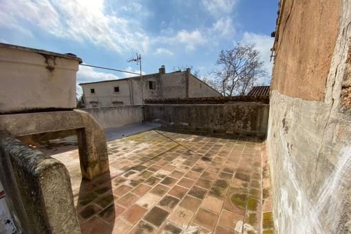 Casa de pueblo de 2 plantas con azotea para reformar en ubicación céntrica de Arta