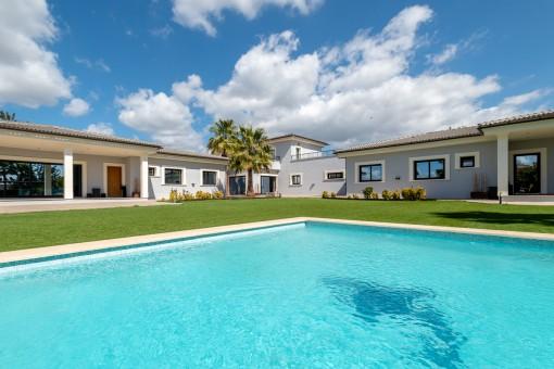 Gran propiedad en la tranquila zona residencial de Marratxi con 3 cómodas casas de 3 dormitorios, piscina y casa de fiestas