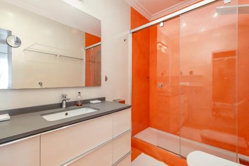 Uno de 2 baños en suite