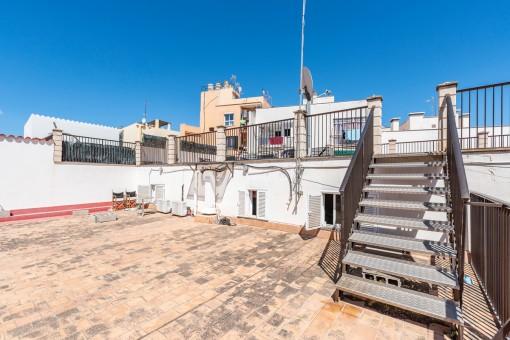 Adosado con muchas terrazas en el floreciente barrio de El Terreno