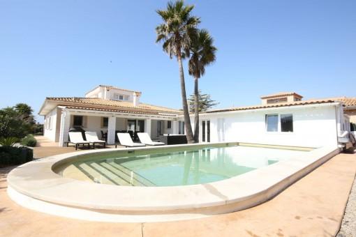 Elegante casa unifamiliar con piscina en Sa Torre