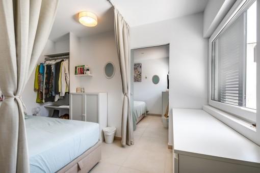 Dormitorio doble espacioso