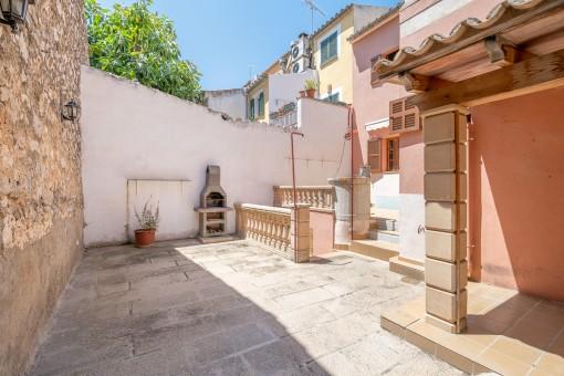 Amplia casa de pueblo con terrazas y plaza de aparcamiento en Alaró