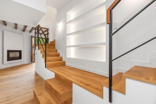 Otro salón y escalera
