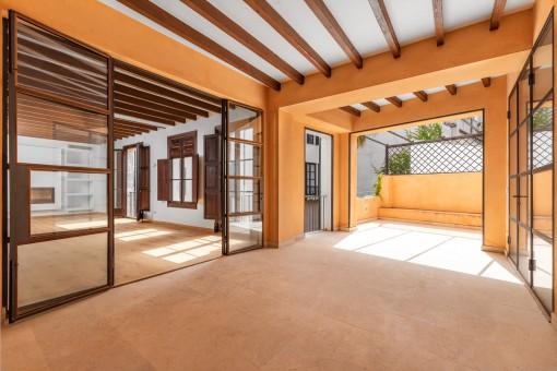 Terraza privada y parcialmente cubierta