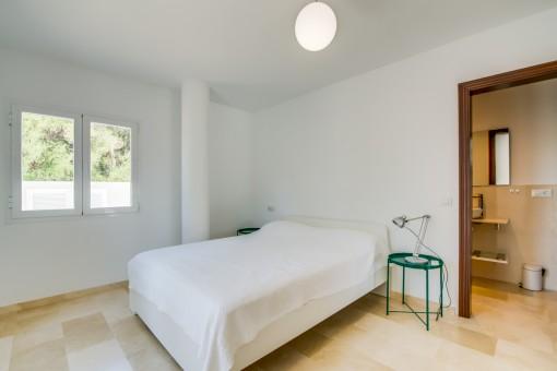 Segundo dormitorio doble con baño en suite