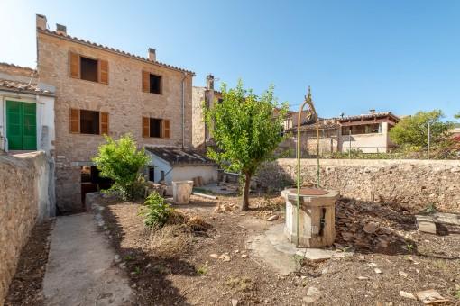 Amplia casa de pueblo en reforma con jardín en Alaró