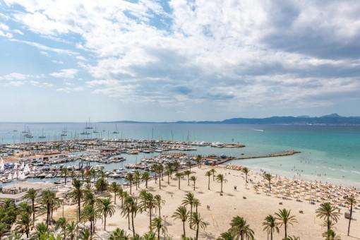 Ático muy cerca de la playa junto al puerto deportivo de El Arenal
