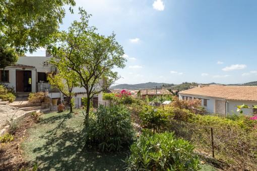 Casa de pueblo con jardín y vistas en Alaró